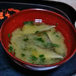 椎茸と舞茸とわけぎの味噌汁