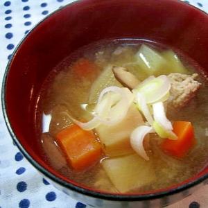 食物繊維たっぷり♪ゴロゴロ根菜の豚汁