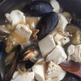 ムール貝、豚肉のピリ辛鍋風