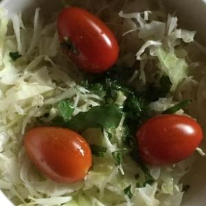 ミニトマト、大葉、キャベツのサラダ