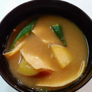 薩摩芋と薄焼き卵とオクラの味噌汁