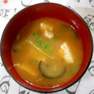 豆腐・なす・とうみょうの味噌汁