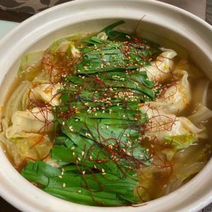 餃子と白菜で作る、モツ鍋風の醤油鍋