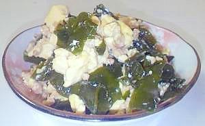 お手軽♪生ワカメと挽肉で煎り豆腐