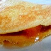 チーズ入り クランベリーと杏ジャムの全粒粉クレープ