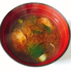 豆腐、ほうれん草、油揚げの味噌汁