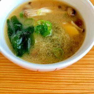 冷凍しめじで☆お出汁が美味しいお味噌汁
