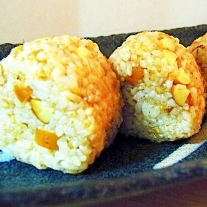 スモークチーズ&おかかでバター醤油味のおむすび☆