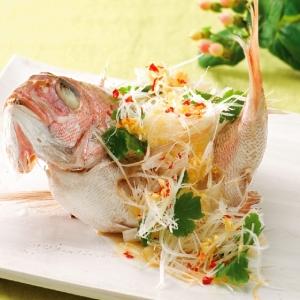 小鯛の姿蒸し香味野菜かけ