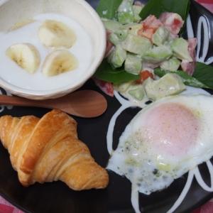 クロワッサンde朝食