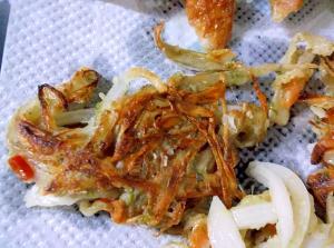 カリカリきんびらごぼうと玉ねぎの揚げ焼き