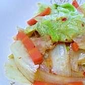 レタスと玉葱とにんじんの豆板醤サラダ