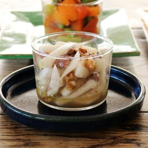 ボデガカップで カブとアンチョビのサラダ