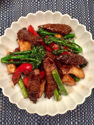 牛肉のバルサミコ酢炒め