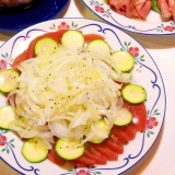 新玉ねぎとズッキーニのトマトサラダ