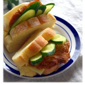 薩摩揚とチーズと胡瓜のサンド
