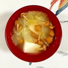 絹ごし豆腐と白菜、なめこのお味噌汁