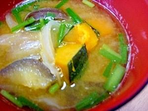 ごま油で炒めて*干しかぼちゃ・茄子・玉ねぎの味噌汁