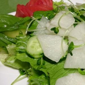 梨入りのグリーンサラダ