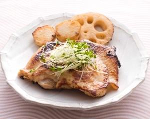 鶏肉の味噌ヨーグルト漬け焼き