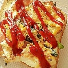 卵・ほうれん草・ベーコン・チーズのトースト