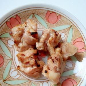 シンプルな味付けで鶏もも肉のうま味引き立つ★焼き鳥