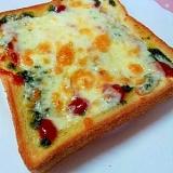バジルソースのチーズトースト♪