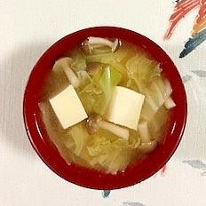 キャベツ、塩とうふ、ブナシメジのお味噌汁