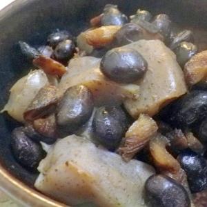 蒟蒻と黒豆の煮物