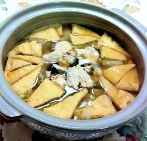 鮭・油揚げをのせた白菜たっぷり鍋