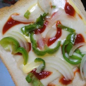 簡単に★食パンでピザ風トースト