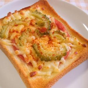 ゴーヤとハムのチーズトースト