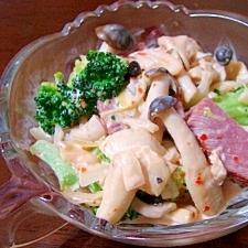 ブロッコリーのマヨ豆板醤ホットサラダ