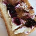 クリームチーズとブルーベリージャムのミニトースト