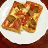 トマトとハンバーグのピザトースト