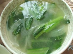 小松菜と玉ねぎの中華スープ
