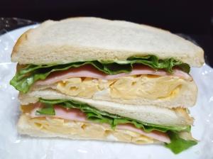 残ったマカロニサラダで♪サンドイッチ♡