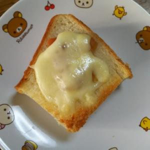 梅干マヨチーズトースト