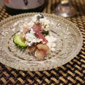 ワインに日本酒に、鰹とチーズのタルタル