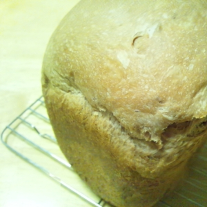 黒豆の煮汁で♪しっとりフカフカ黒豆食パン