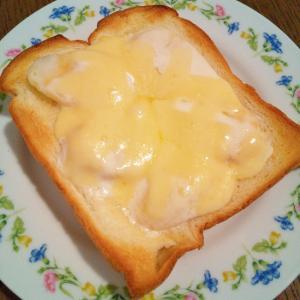 バナナとヨーグルトのチーズトースト