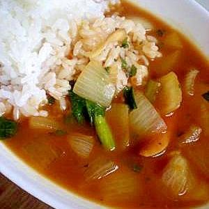 舞茸と玉ねぎと小松菜とウインナーのカレーライス