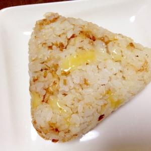チーズがとろり☆チーズとかつお節のおにぎり