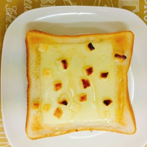 朝食♡ホワイトチョコとチーズのトースト