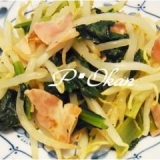 チャチャッと簡単♪小松菜とモヤシ、ベーコン炒め