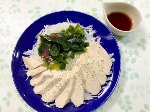 チキンと海藻の大根サラダ