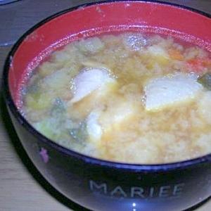 鶏肉のコンソメ味噌汁