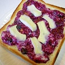 ブルーベリージャムとWチーズのパン♪