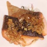 鮭のソテー(にんにくソース)