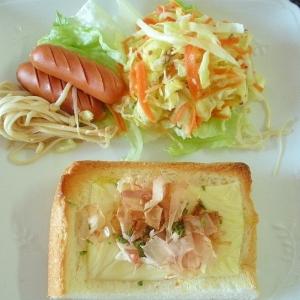 ウインナーとエノキ&チーズおかかトースト&サラダ♪